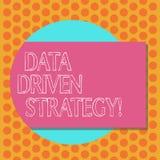 Het schrijven nota die Gegevens Gedreven Strategie tonen Bedrijfsdiefoto demonstratiebesluiten op gegevensanalyse en interpretati stock illustratie