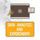 Het schrijven nota die Gegevensanalyse en Experiment tonen Bedrijfsfoto die de Technologische Video van de het overzichtstablet v royalty-vrije stock afbeeldingen