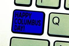 Het schrijven nota die Gelukkig Columbus Day tonen De bedrijfsfoto demonstratievakantie herdenkt het landen binnen van Christophe royalty-vrije stock foto's