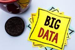 Het schrijven nota die Grote Gegevens tonen Bedrijfsfoto die Reusachtige GegevensInformatietechnologie Cyberspace wri van de het  stock afbeelding