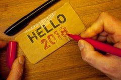 Het schrijven nota die Hello 2018 tonen De bedrijfsfoto's demonstratie die een nieuw jaar Motievenbericht 2017 beginnen is over h Royalty-vrije Stock Fotografie