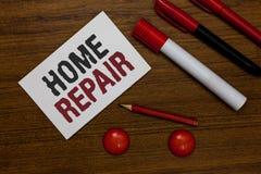 Het schrijven nota die Huisreparatie tonen Bedrijfsfoto demonstratieonderhoud of het verbeteren van uw eigen huis door zich die h royalty-vrije stock foto