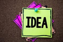 Het schrijven nota die Idee tonen Bedrijfsfoto die de Creatieve Innovatieve het Denken Verbeeldingsontwerp Documenten identiteits stock foto