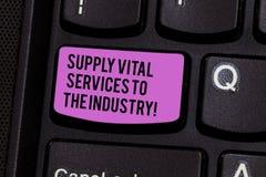 Het schrijven nota die Levering Vital Services To The Industry tonen Bedrijfsfoto demonstratievoedingen voor bedrijven royalty-vrije stock fotografie