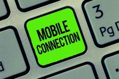 Het schrijven nota die Mobiele Verbinding tonen Bedrijfsfoto die Veilige universele login oplossing demonstreren die mobiele tele stock foto's