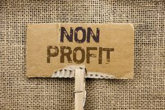 Het schrijven nota die niet Winst tonen Bedrijfsfoto die Liefdadige Wrothless-Filantropiehulp Unlucrative geschreven o Zonder win royalty-vrije stock afbeeldingen