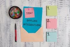 Het schrijven nota die Off-line Integratie tonen Bedrijfsfoto demonstratie Eerste Drietal van de Marketing van Televisiedruk en stock afbeeldingen