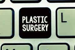 Het schrijven nota die Plastische chirurgie tonen Bedrijfsfoto demonstratieproces om delen van het lichaam opnieuw op te bouwen o stock foto's
