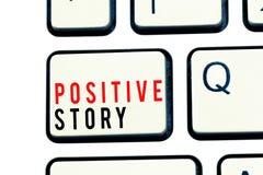 Het schrijven nota die Positief Verhaal tonen Bedrijfsfoto die Zinvolle en motiverende het Succeslepel demonstreren van het artik royalty-vrije stock afbeelding