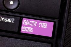 Het schrijven nota die Pro-actieve Cyber-Defensie tonen Bedrijfsfoto demonstratieanticiperen om zich aanval het impliceren te ver royalty-vrije stock foto