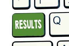 Het schrijven nota die Resultaten weergeven De resultaten van bedrijfsdiefoto demonstratiegevolgen door iets Voltooiing worden ve royalty-vrije stock afbeelding