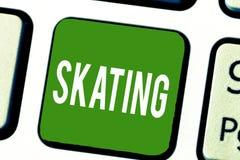 Het schrijven nota die het Schaatsen tonen Bedrijfsfoto demonstratieactie van van de sportschaatsers van de vleetpret Recreatieve royalty-vrije stock foto's