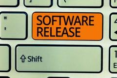 Het schrijven nota die Softwareversie tonen Bedrijfsfoto demonstratiesom stadia van ontwikkeling en rijpheid voor programma royalty-vrije stock afbeelding