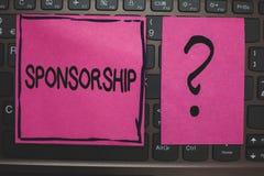 Het schrijven nota die Sponsoring tonen Bedrijfsfoto demonstrerend Persoon of bedrijf die financiële materiële steunhulp Zwart l  stock foto