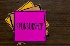 Het schrijven nota die Sponsoring tonen Bedrijfsfoto demonstrerend Persoon of bedrijf die financiële materiële steunsteun Drie a  stock afbeeldingen