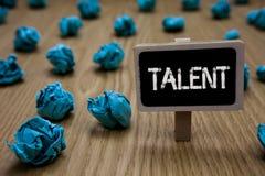Het schrijven nota die Talent tonen Bedrijfsfoto die Natuurlijke capaciteiten van mensen demonstreren die gespecialiseerde vaardi royalty-vrije stock afbeelding