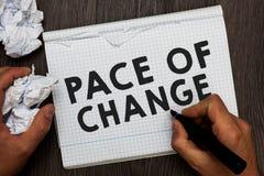 Het schrijven nota die Tempo van Verandering tonen Bedrijfsfoto demonstratieverschuiving in normale routinevariatie in de gebruik royalty-vrije stock afbeelding
