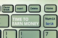 Het schrijven nota die Tijd tonen om Geld te verdienen De bedrijfsfoto demonstratie wordt Betaald voor Gedaane het Werk investeer stock fotografie