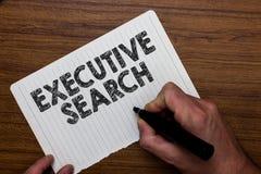 Het schrijven nota die Uitvoerend Onderzoek tonen De dienstorganisaties van de bedrijfsfoto betalen de demonstrerende rekrutering stock afbeelding
