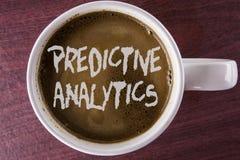 Het schrijven nota die Vooruitlopende Analytics tonen Bedrijfsfoto demonstratiemethode om geschreven Prestaties Statistische Anal royalty-vrije stock fotografie