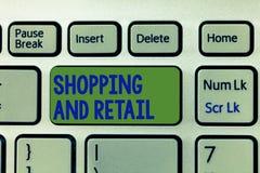 Het schrijven nota en Kleinhandels tonen die winkelen Bedrijfsfoto demonstratieproces om Te verkopen de Consumptiegoederendienste stock foto