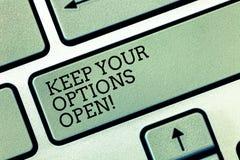 Het schrijven nota het tonen houdt Uw Opties Open De bedrijfsfoto demonstratie leidt overweegt alle mogelijke alternatieven royalty-vrije stock afbeeldingen