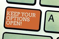 Het schrijven nota het tonen houdt Uw Opties Open De bedrijfsfoto demonstratie leidt overweegt alle mogelijke alternatieven stock foto