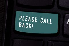 Het schrijven nota Vraagrug gelieve te tonen Bedrijfsfoto demonstratieuitnodiging om voor tweede auditie of gesprek te terugkeren stock foto's