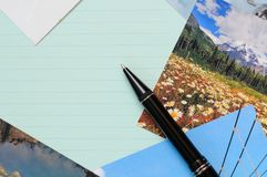 Het schrijven van brief met foto's royalty-vrije stock foto