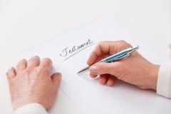 Het schrijven van de bejaarde testament Stock Afbeeldingen