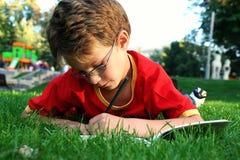 Het schrijven van de jongen Royalty-vrije Stock Afbeeldingen