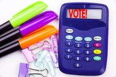 Het schrijven van de tekst van de woordstem in het bureau met omgevingsteller, pen die op calculator schrijven Bedrijfsconcept vo Royalty-vrije Stock Afbeelding