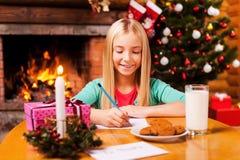 Het schrijven van een brief aan santa Stock Afbeelding