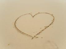 Het schrijven van hart op strand Stock Afbeelding