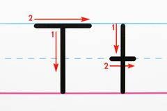 Het schrijven van het alfabet praktijk. Stock Afbeeldingen