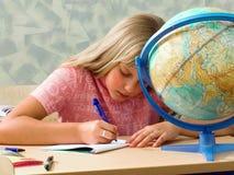 Het schrijven van schoolmeisjes. Les stock foto