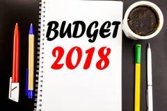 Het schrijven van tekst die Begroting 2018 tonen Bedrijfsconcept voor Huishouden die boekhouding planning Geschreven op het docum Stock Foto's