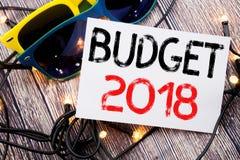 Het schrijven van tekst die Begroting 2018 tonen Bedrijfsconcept voor Huishouden die boekhouding planning geschreven op kleverige Stock Afbeelding