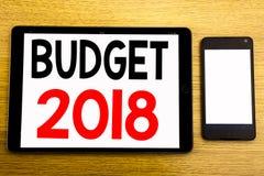 Het schrijven van tekst die Begroting 2018 tonen Bedrijfsconcept voor Huishouden die boekhouding planning Geschreven op tabletlap Stock Foto