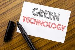 Het schrijven van tekst die Groene Technologie tonen Bedrijfsdieconcept voor campagne, op kleverig notadocument wordt geschreven  Royalty-vrije Stock Foto's