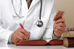 Het schrijven voorschrift of algemeen medisch onderzoeknota's Stock Afbeeldingen