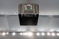 Het scorebord van de arena toont de definitieve score van ASEAN-Basketballiga  Stock Foto