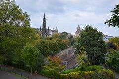 Het Scott-monument en de treinsporen in Edinburgh royalty-vrije stock afbeelding