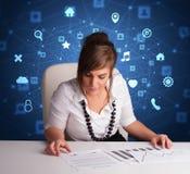 Het secretaressewerk met multitaskconcept stock foto's