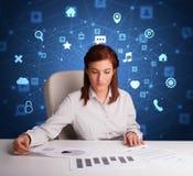 Het secretaressewerk met multitaskconcept royalty-vrije stock afbeelding