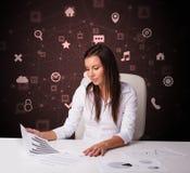 Het secretaressewerk met multitaskconcept royalty-vrije stock fotografie