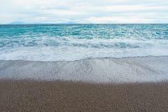 Het selectieve schuim van nadruk Zachte en zachte golven in blauw oceaanitalië c royalty-vrije stock afbeelding