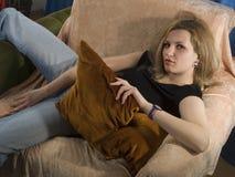 Het sensuele meisje stelt royalty-vrije stock afbeeldingen