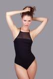 Het sensuele mooie vrouw stellen in sensuele lingerie Stock Afbeelding
