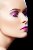 Het sensuele schoonheidsmodel met glanzend schittert samenstelling Stock Afbeelding